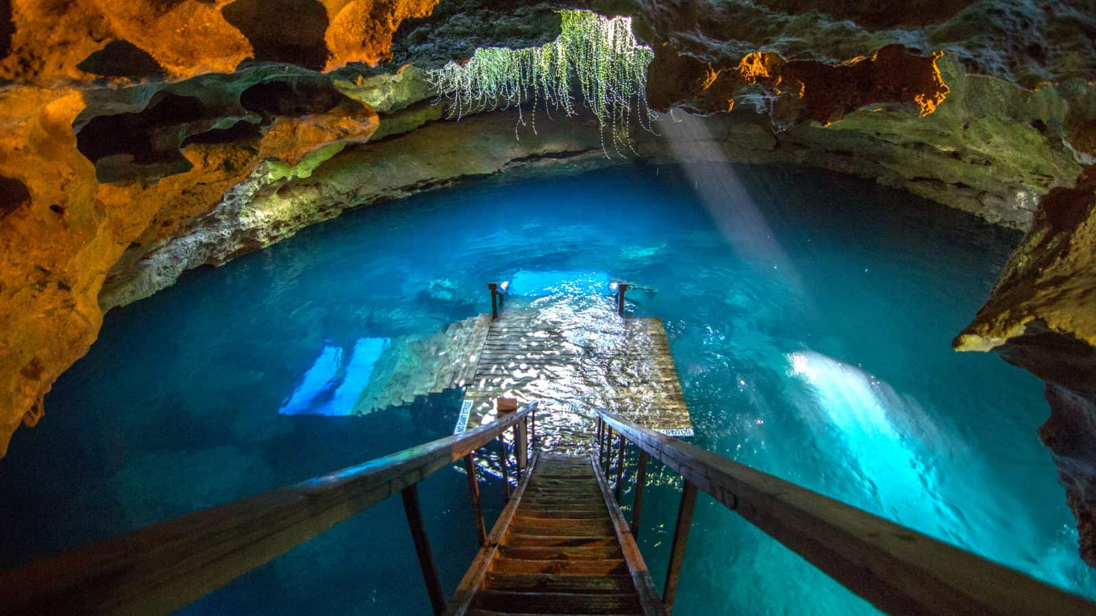 Devils Den in Florida