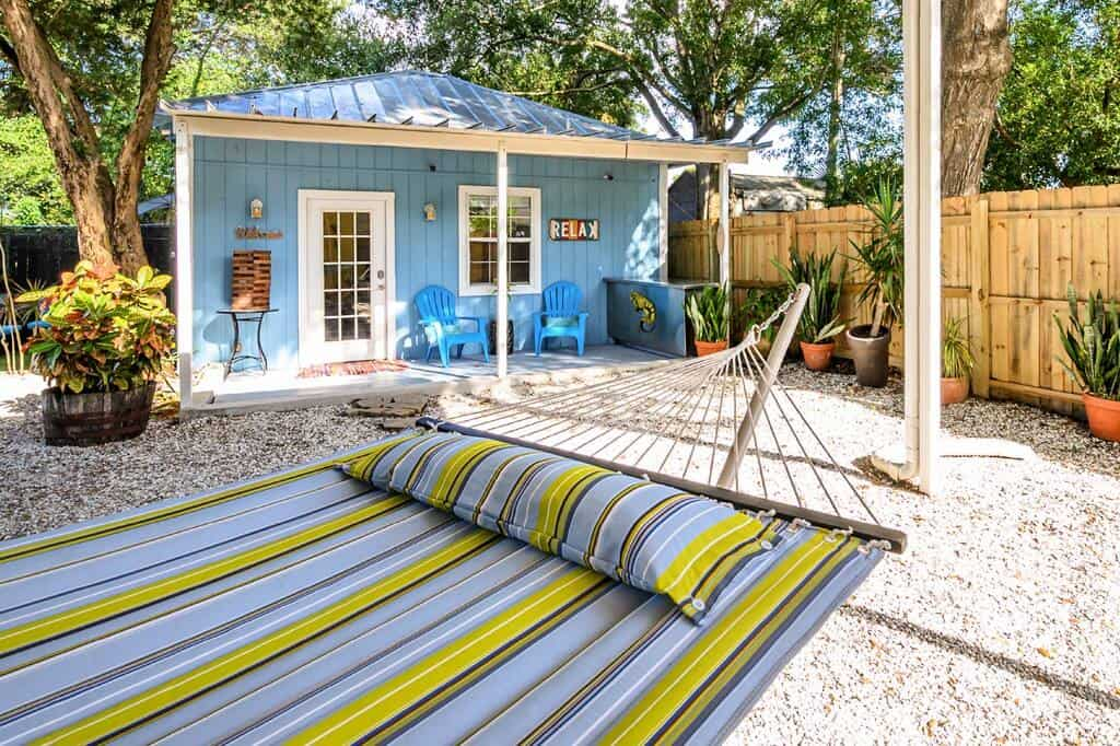 This renovated airbnb cottage in Tampa is themed like key west and super cute!