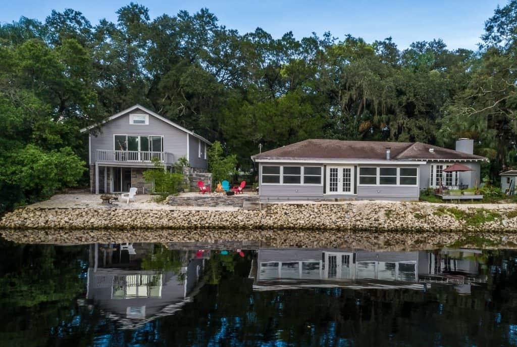 This waterfront airbnb in Tampa is great for those who want to explore the Hillsborough river!