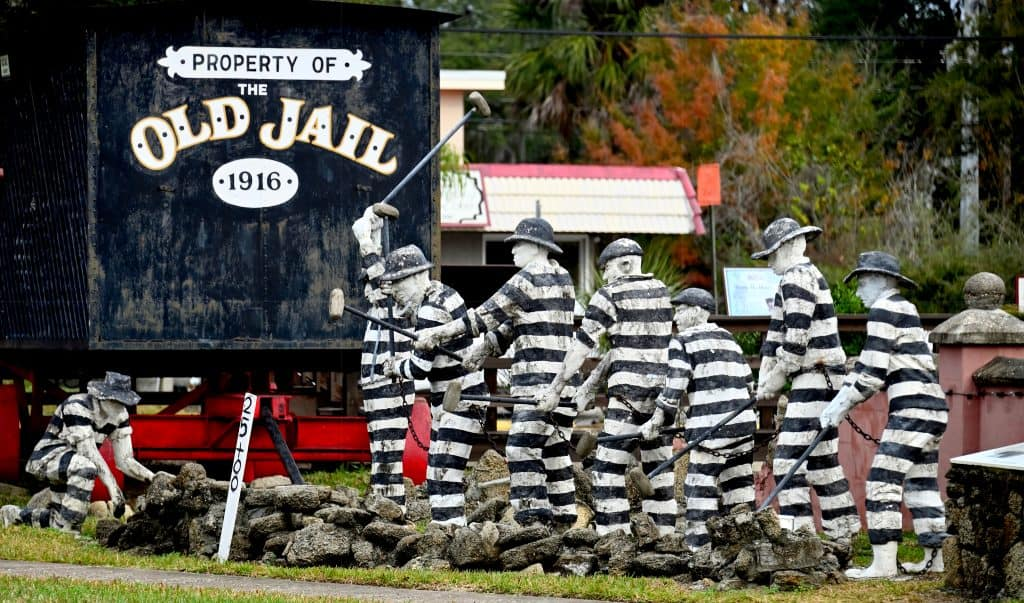 Photo of statue of prisoners working at the Old Jail which can be seen on many Saint Augustine ghost tours.