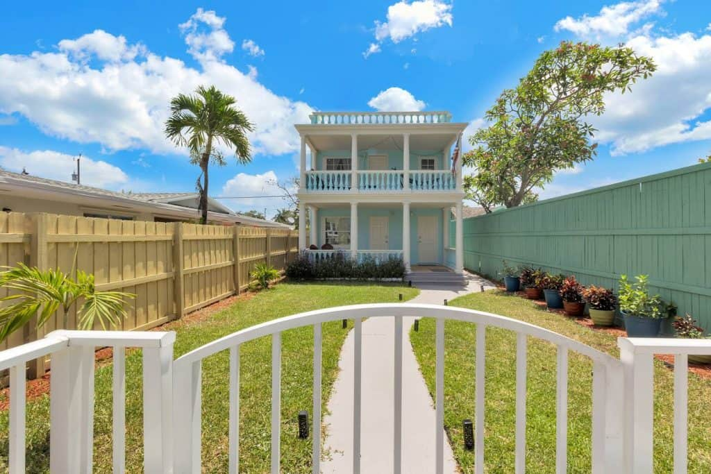 This Lake worth cottage airbnb is a duplex known for its amazing terrace