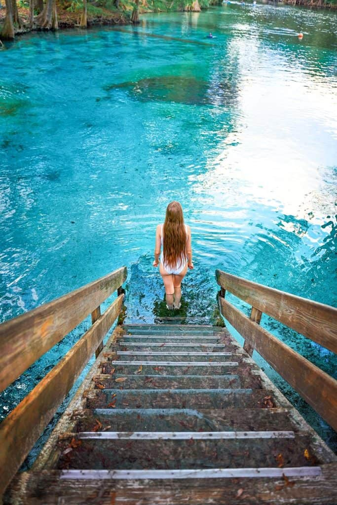 entrance into Ginnie Springs in Florida | prettiest springs in Florida | hidden gems in Florida | beautiful blue water at Ginnie Springs Florida