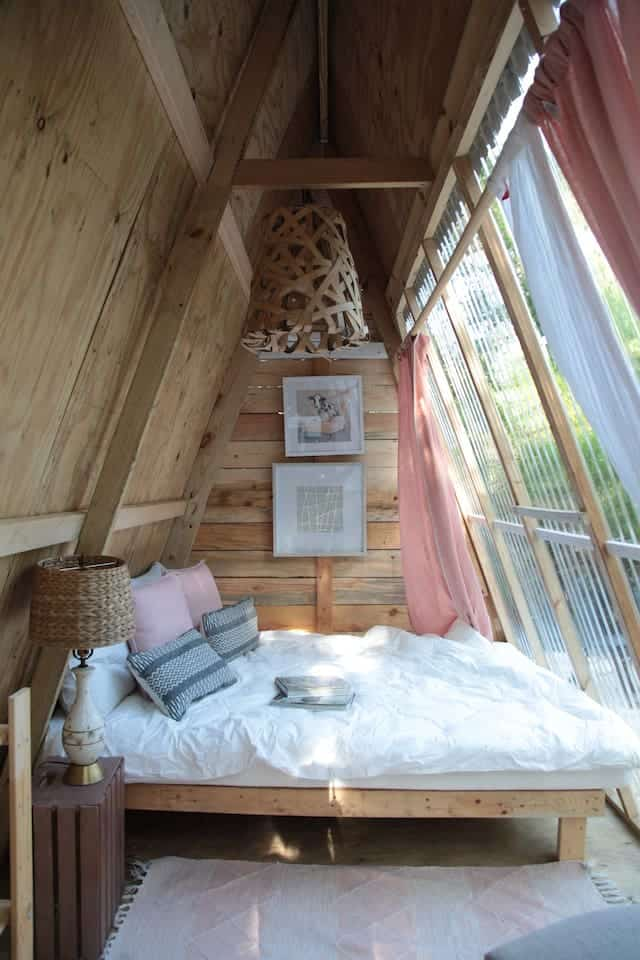 Photo of a tiny cabin Airbnb in Ocala.