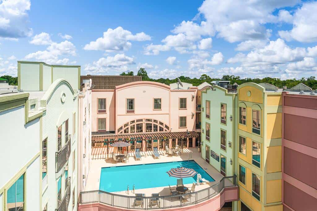 The colorful Hampton Inn an Amelia island hotels