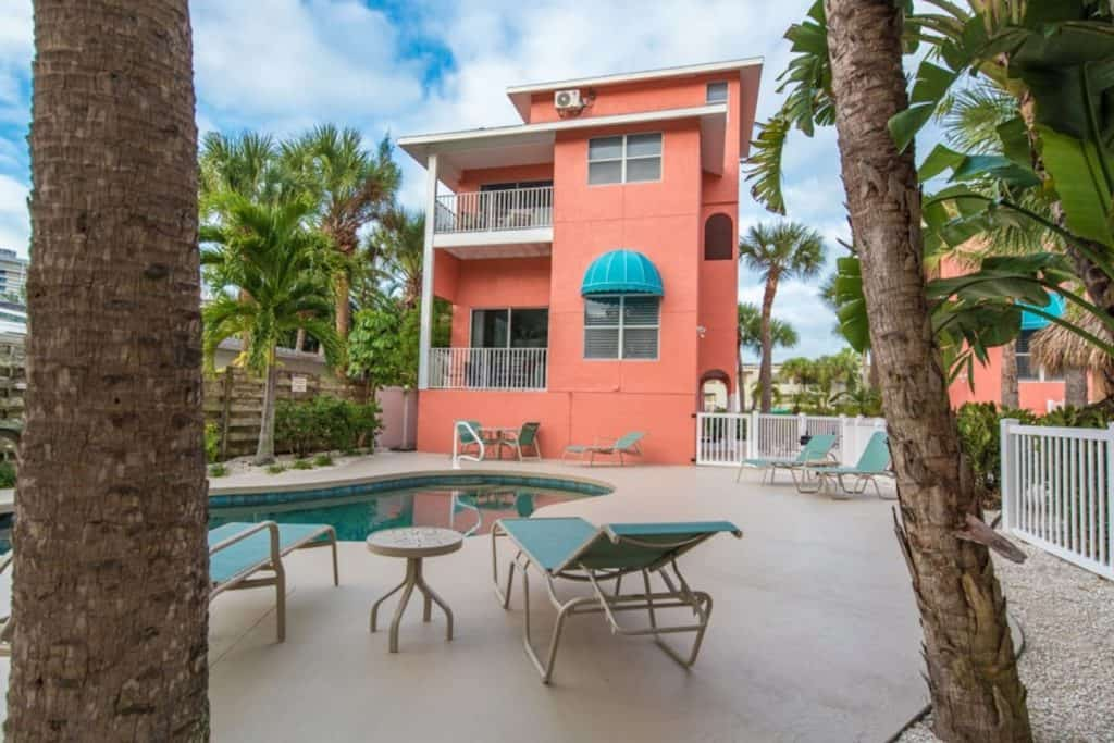 Photo of the exterior of the Calle Menorca Condo, one of the best Airbnbs in Sarasota.