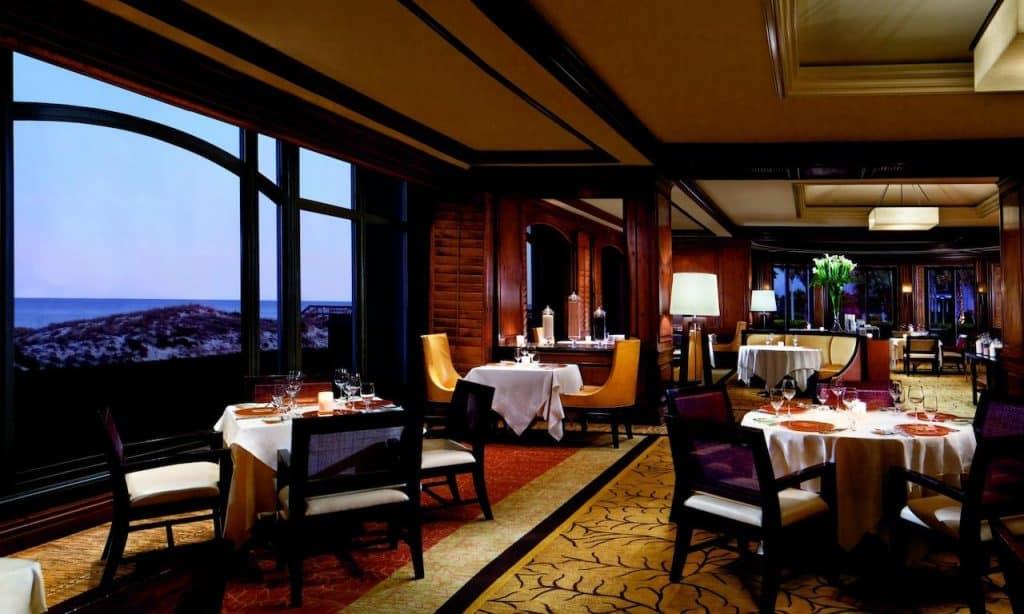This best honeymoon resort in florida benefits from a wide variety of restaurants