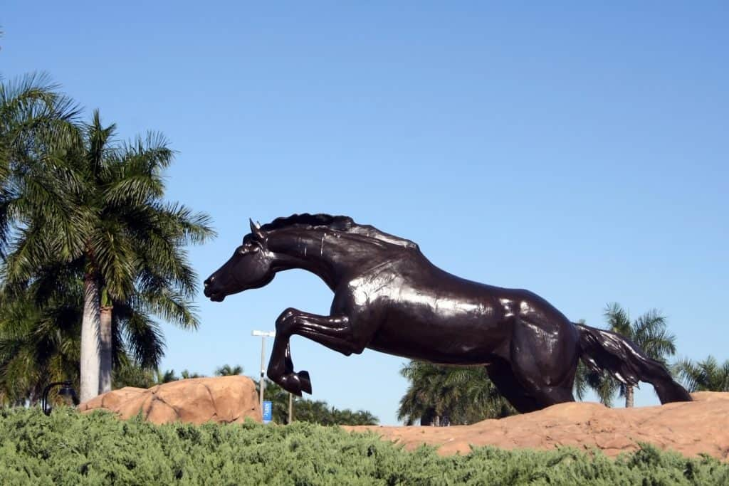 A horse statue jumps on the Hibiscus Golf Club.