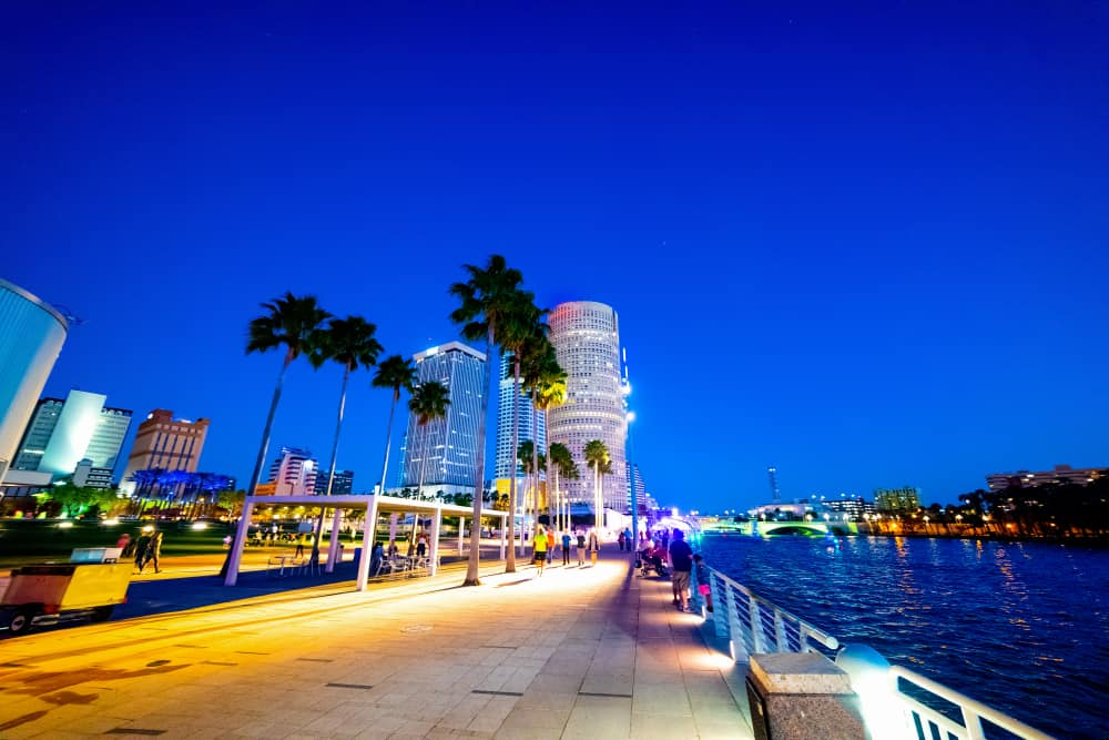 Come to one of the rooftop bars in Tampa and enjoy a drink and Tampa sunsets