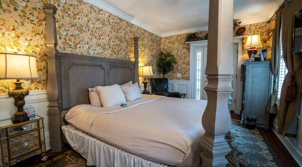 this haunted hotel in saint augustine has a pretty scandalous history