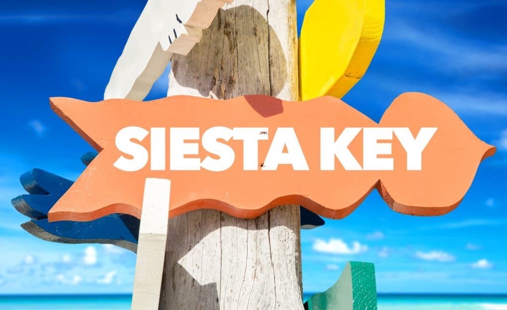 A sign welcomes guests to Siesta Key!