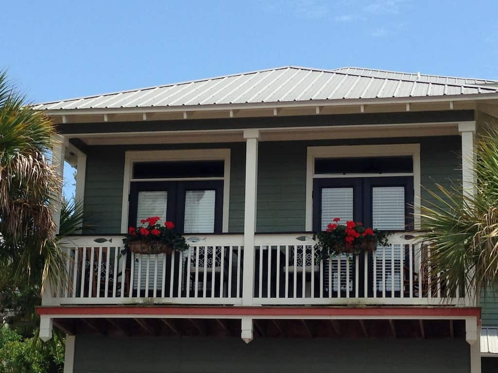 Come relax at this cozy cottage for two perfect for a ty beachromantic getaway near Panama ci