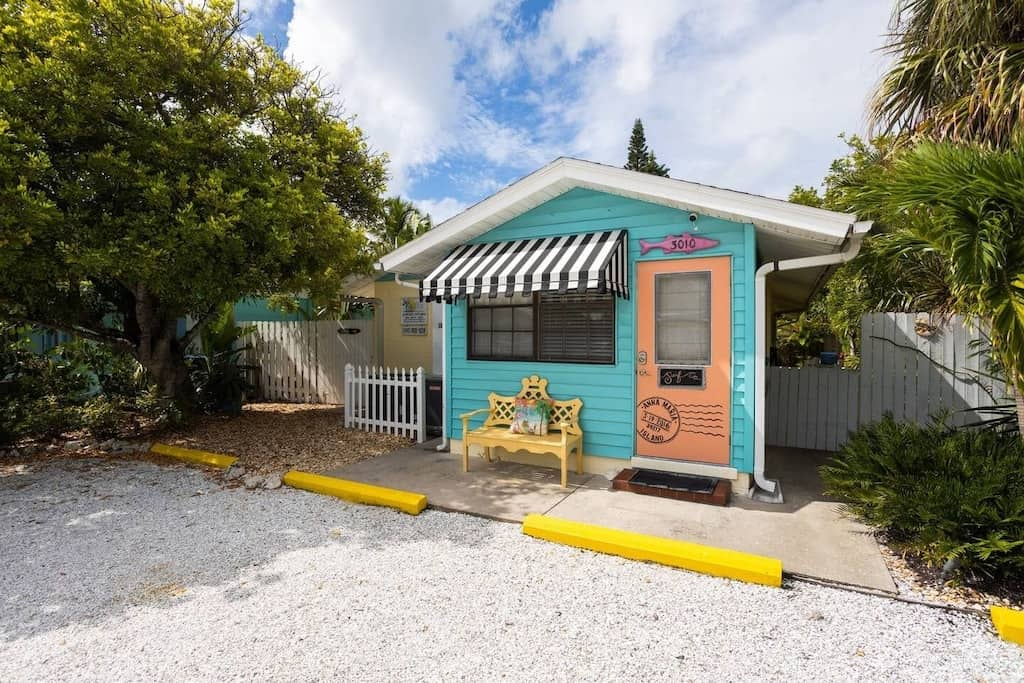 Come check out this cute beach cabin in Florida