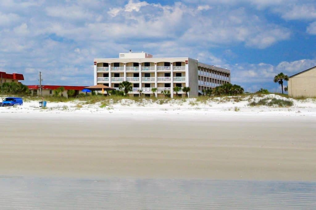 Beautifully modern, the resort has an ocean theme throughout with gorgeous photos of the sea life throughout the hotel.