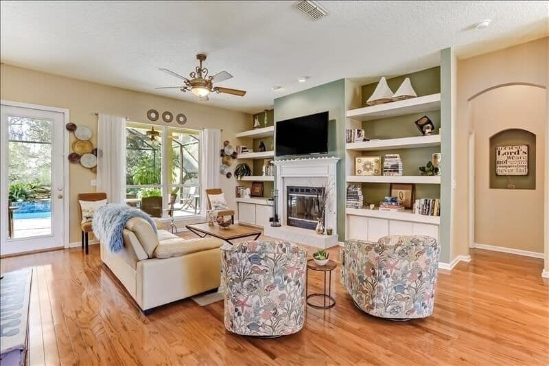 With wood floors, and tasteful appointments, 96089 Monteg is one of the best Amelia Island Airbnbs