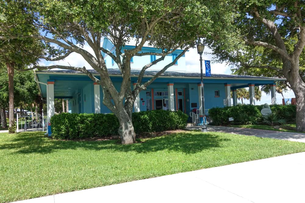 Outside view of the St. Lucie County Aquarium.