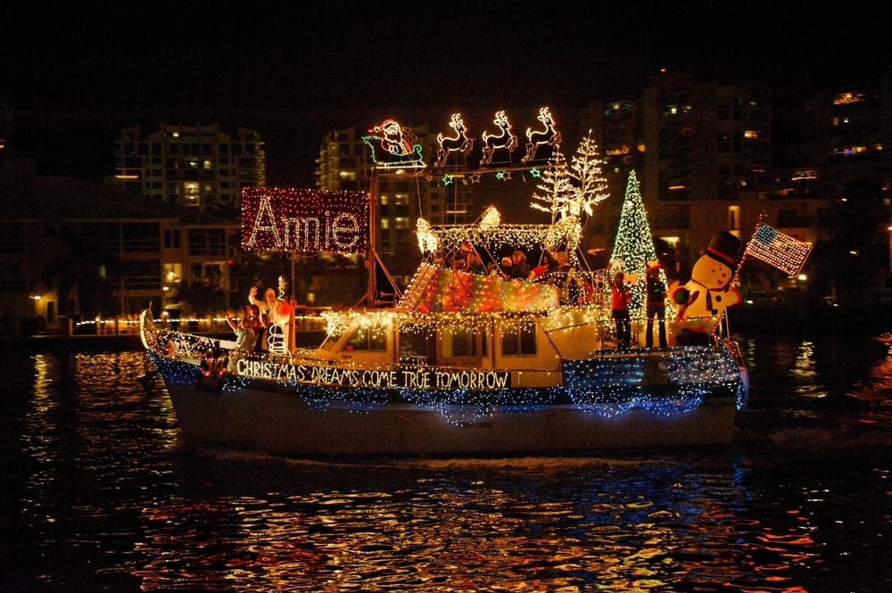 A boat decked out in Christmas lights